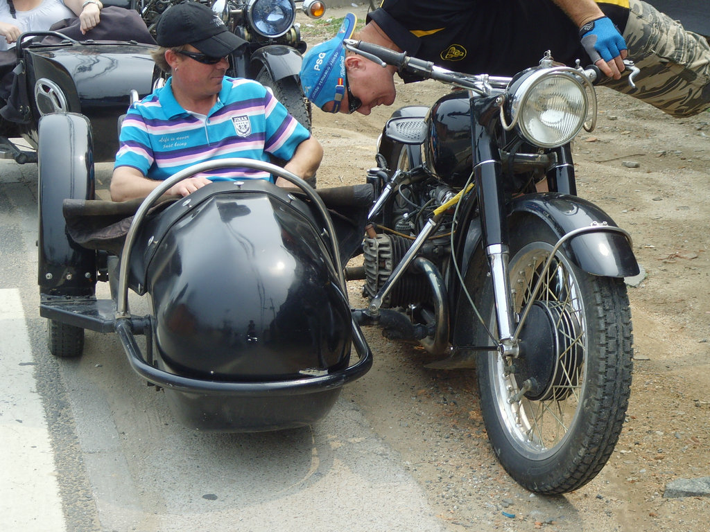 Custom sidecar tours - CJ750 sidecar